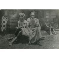 Chef supérieur d'Ebolowa : Mwondo et une de ses épouses