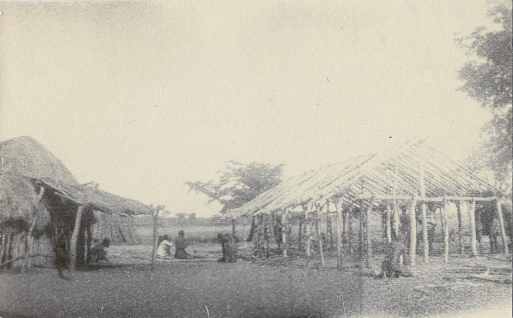 Chez Mokutulu, ossature de la nouvelle chapelle bâtie en cinq jours