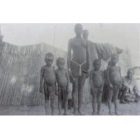 Chez Sebofu, une jeune fille et des enfants
