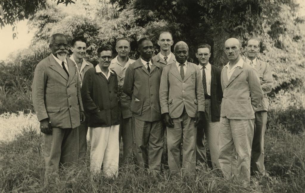 Comité de l'école de théologie de Ndoungue / non identifié (1953-10)