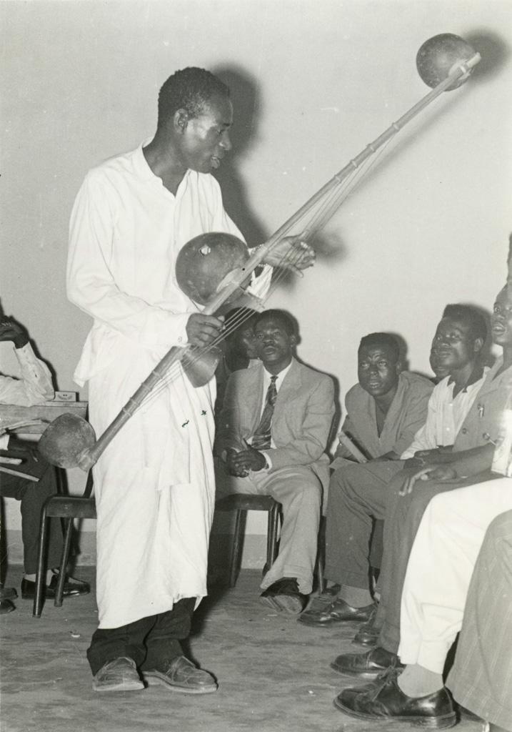 Congrès de la jeunesse, Philippe Ndong chantant une épopée Fang