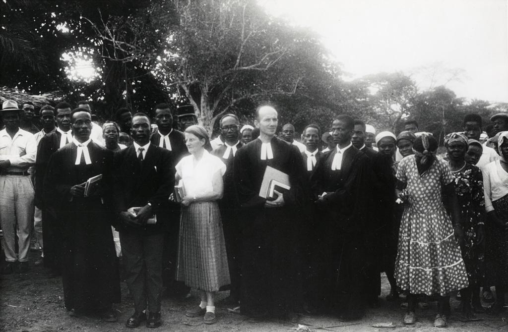 Consécration du Pasteur Ntetome à Minvoyl / non identifié (1960)