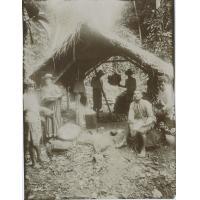 Construction d'un ahima'a (four tahitien)