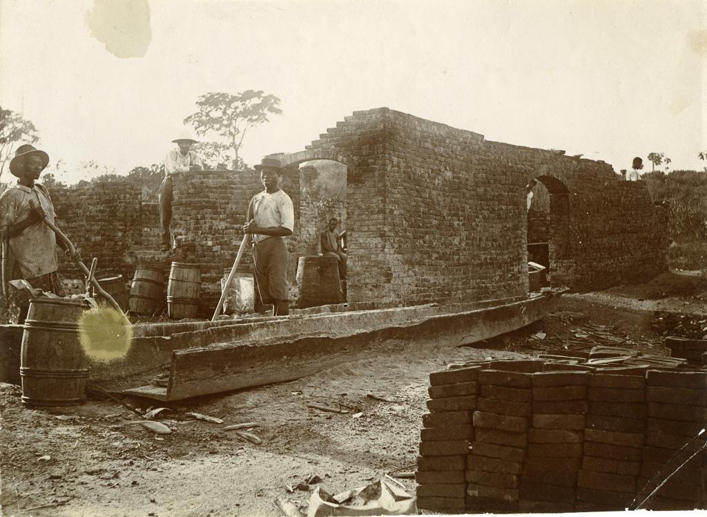 Construction du magasin de Samkita