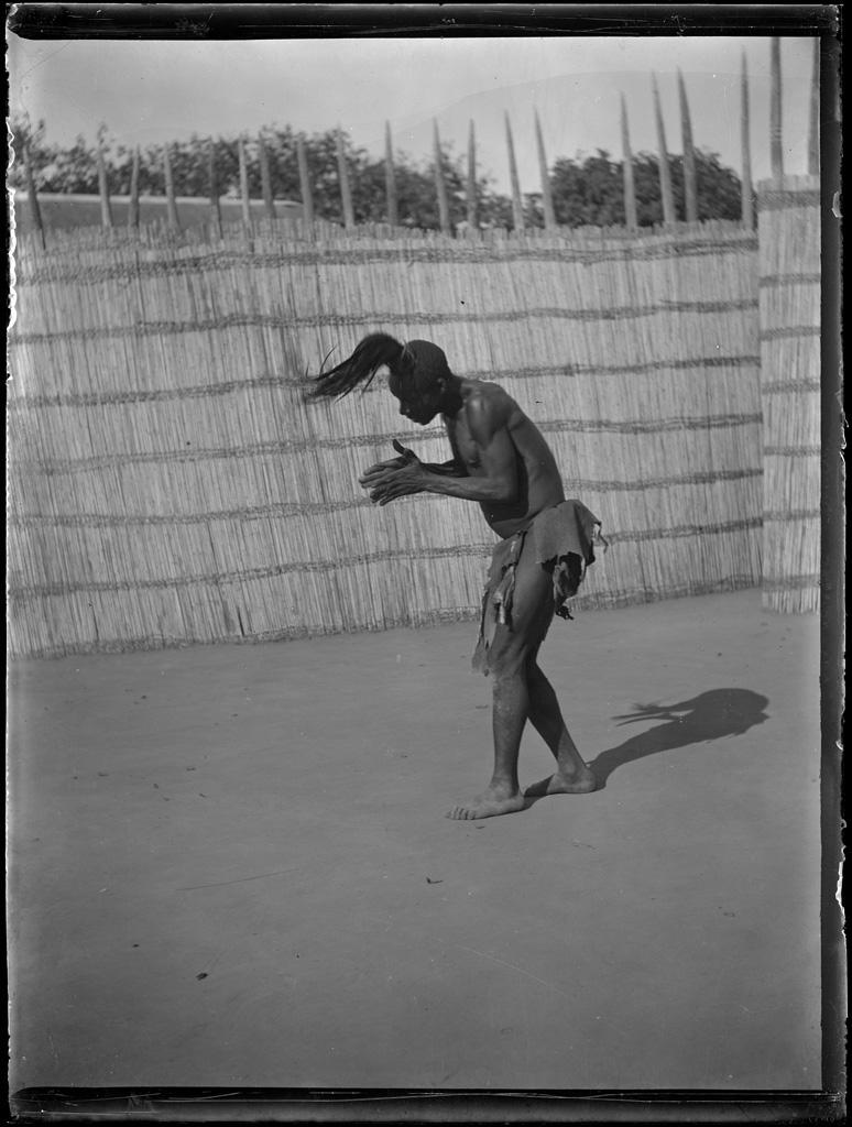 Couronnement du roi Yéta III : un danseur