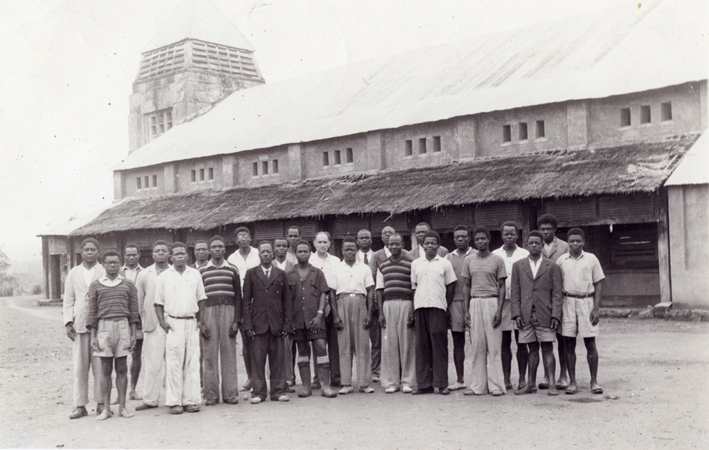 Cours de catéchisme à Ndebe