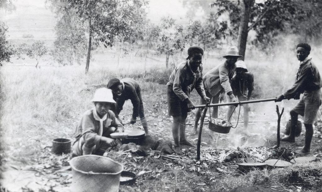Cuisine dans un camp d'éclaireurs près de Tananarive