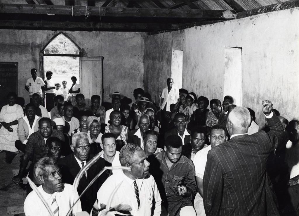 Culte dans une chapelle de brousse