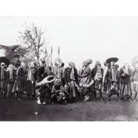Danseurs masqués - Délégation Bamessi aux funérailles de Ne Njpadnunke