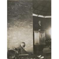 Dédicace du temple de Limulunga : le roi Yeta III assis à gauche et le pasteur Samuel Seguin