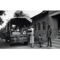 Déménagement des malades de l'hôpital de Sénanga