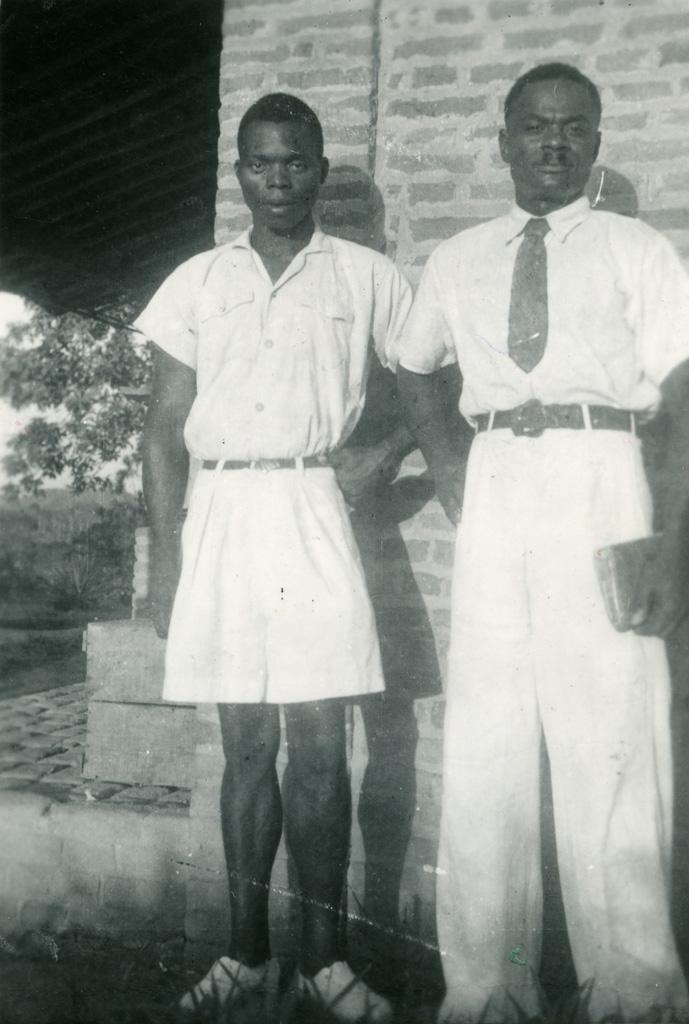 Deux élèves de l'école biblique d'Oyem / André Bruneton (1953)