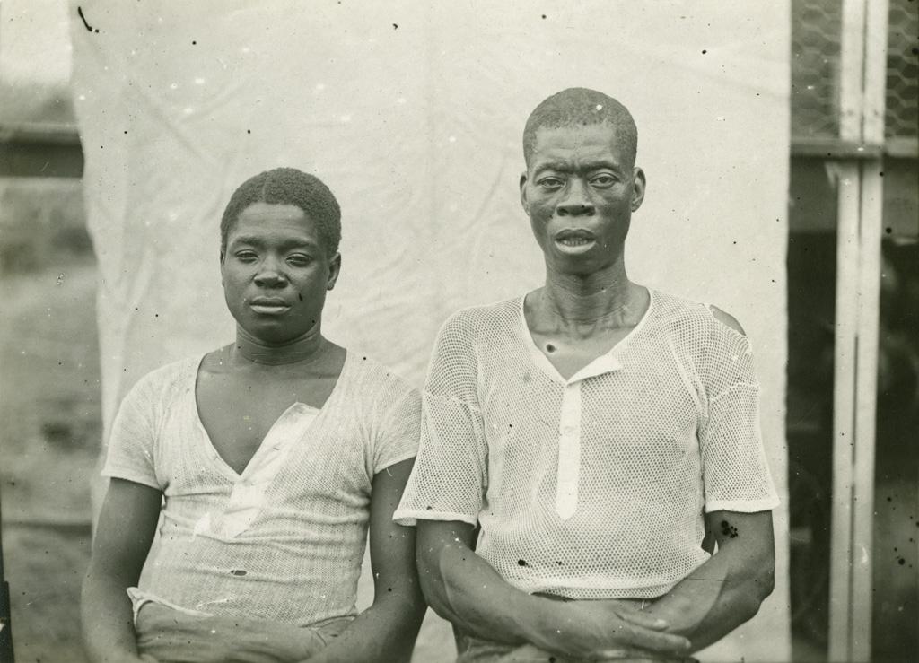 Deux jeunes chrétiens africains