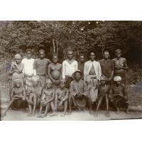 Eben Avo et les gens de son village à une fête de communion