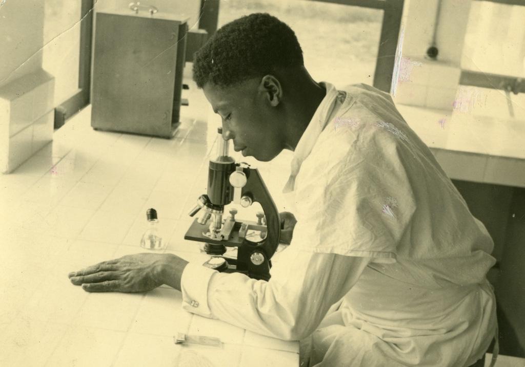 Ebiang, le microscope