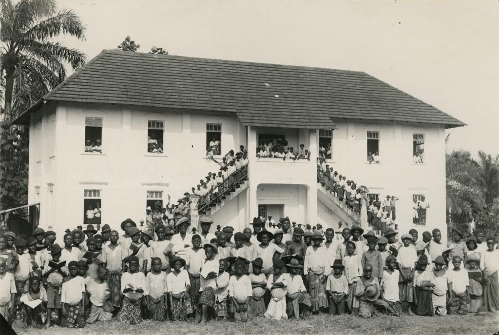 Ecole de Deido, direction M. Godet