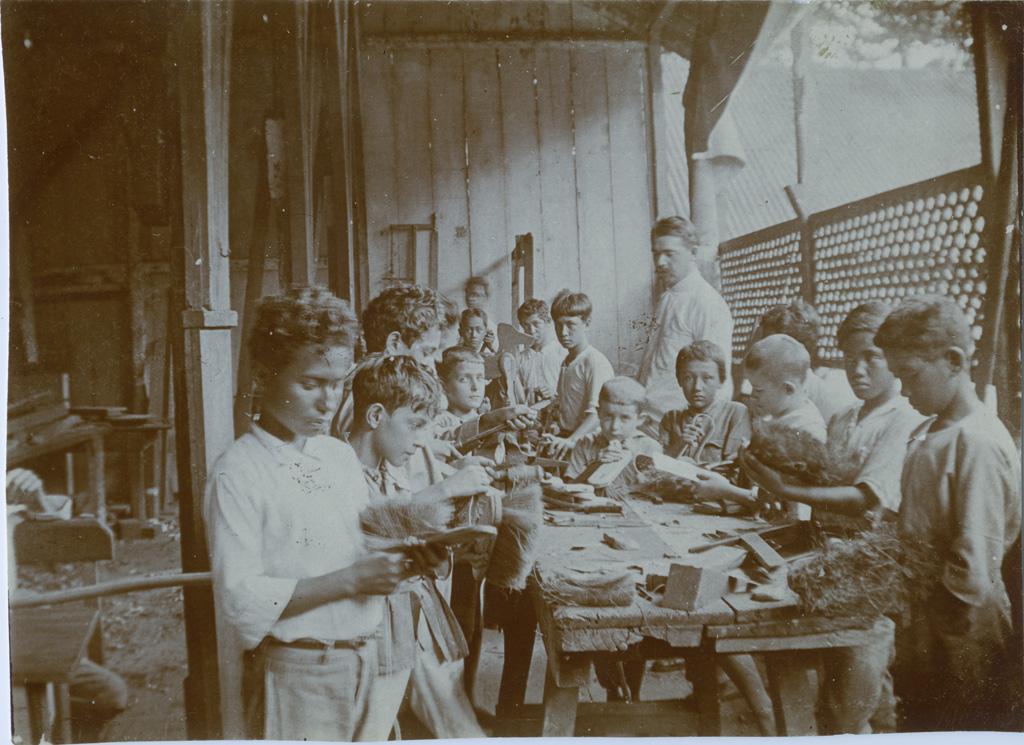 Ecole de garçons de Papeete, leçon de travaux manuels