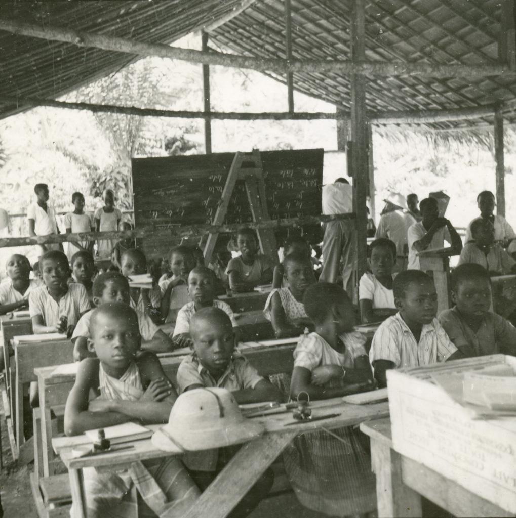 Ecole du village de Ntyatanga, à son premier stade de construction