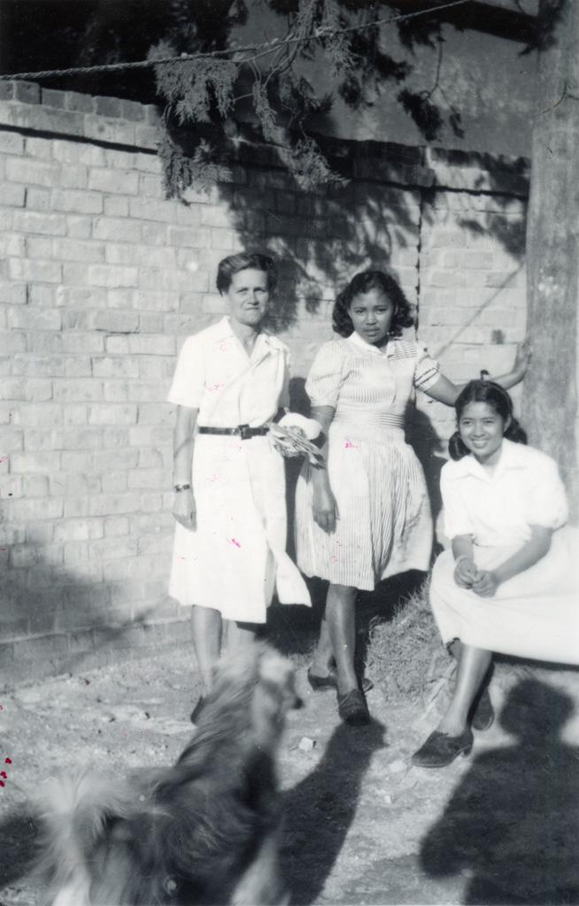 Ecole ménagère, Melle Fournier et deux de ses élèves