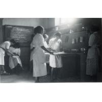 Ecole ménagère, cours de cuisine