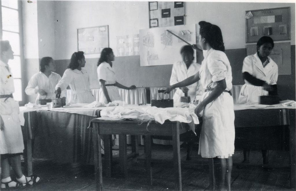 Ecole ménagère, cours de repassage