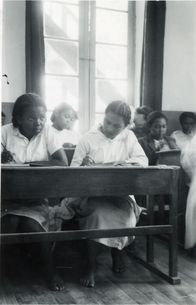 Ecole ménagère, en classe