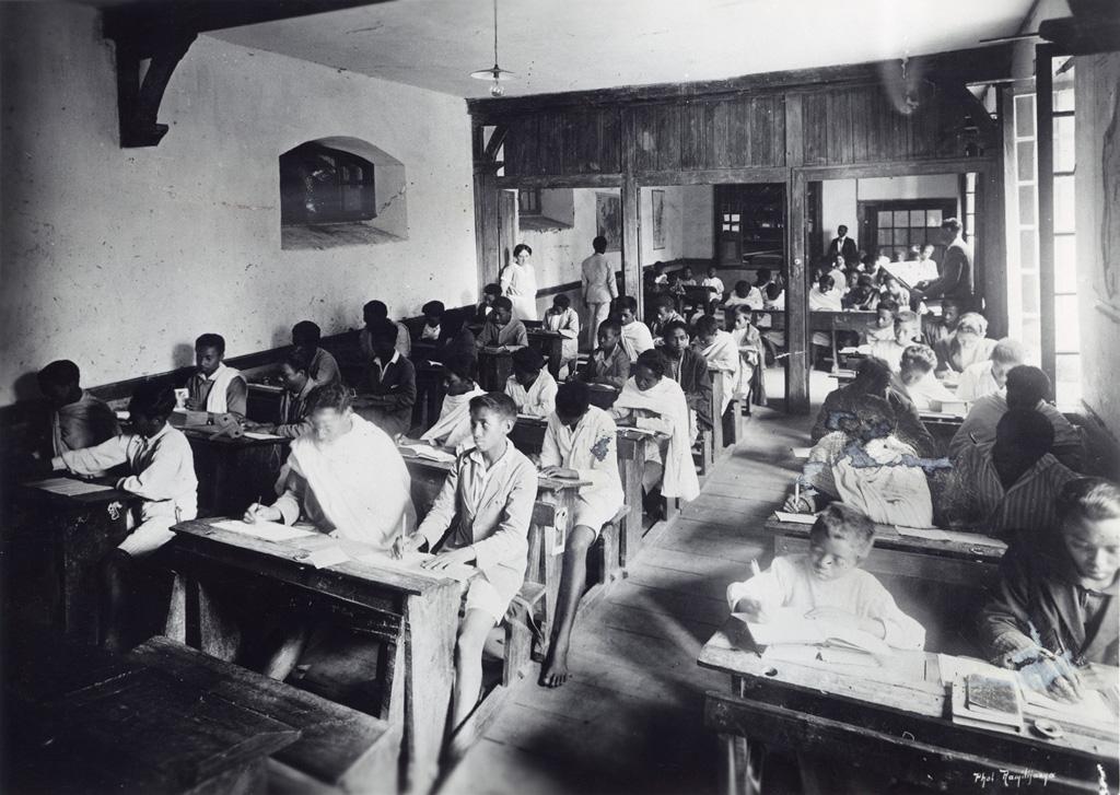 Ecole normale, en classe