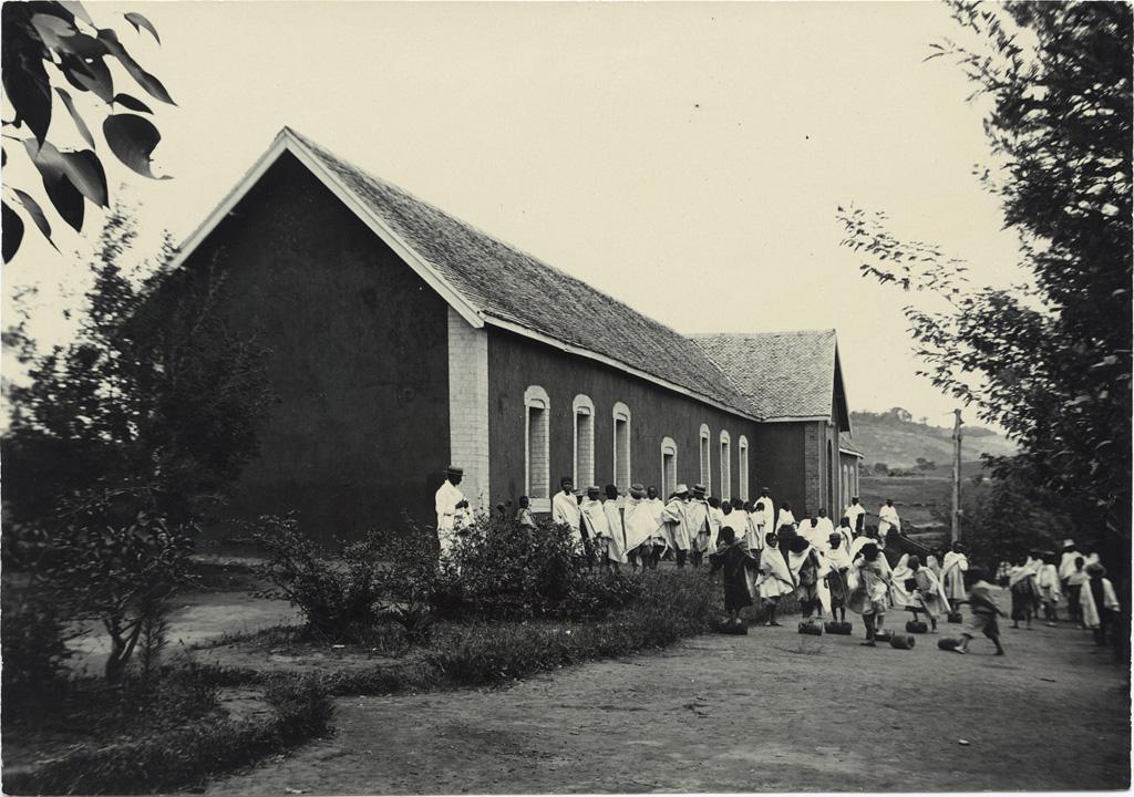 Ecole, vue prise du nord