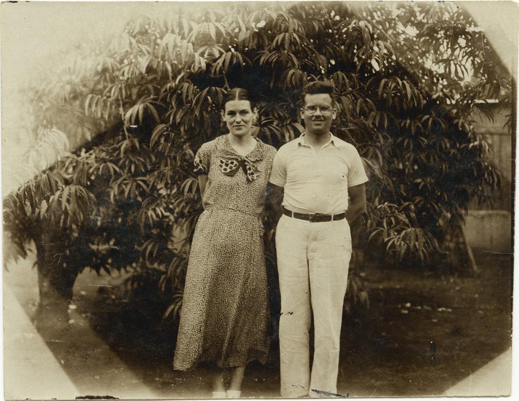 Edouard et Linette Oechsner de Coninck, nouveaux missionnaires, auprès des William Lods