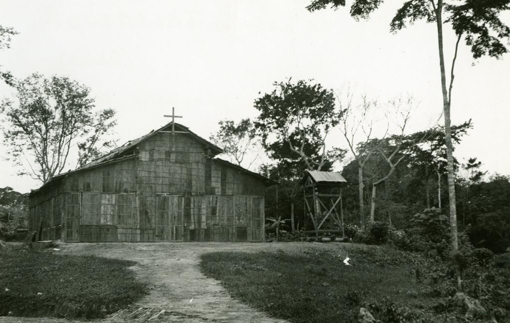 Eglise provisoire et son nouveau clocher