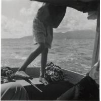 En allant à Patio (Tahaa), dans le fond Raiatea. Janvier 1952
