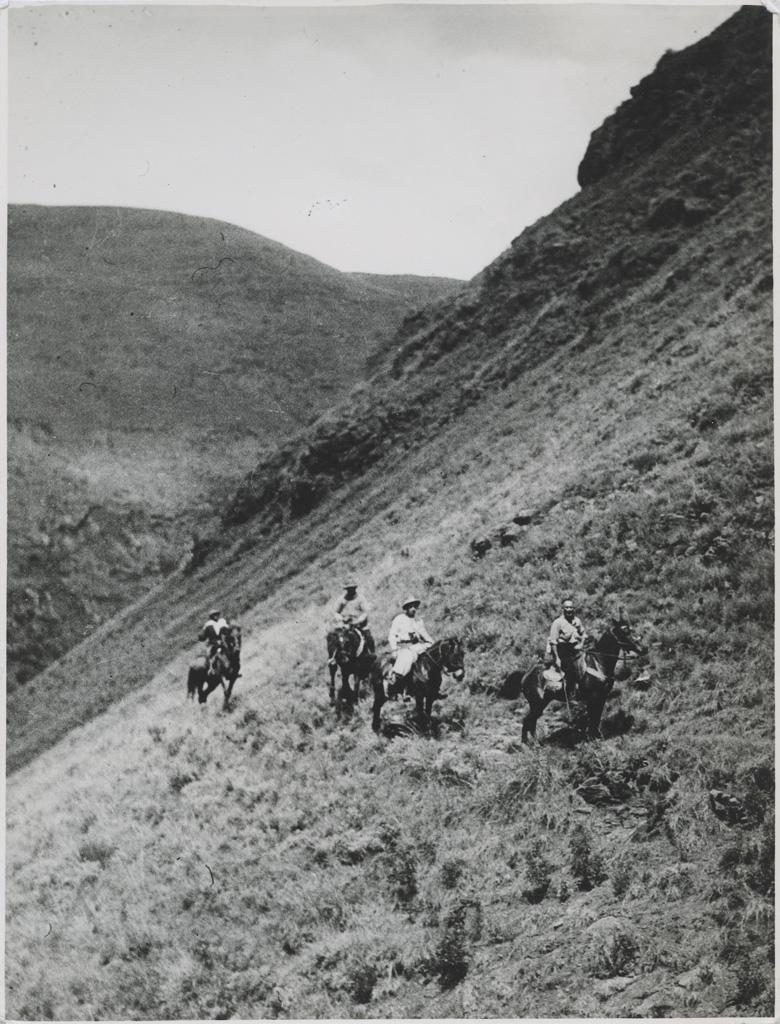En tournée, à cheval, dans la montagne