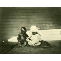 Enfant Cadier avec un enfant Gabonais