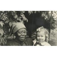 Enfant de missionnaire avec sa nurse