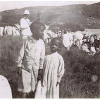 Enfants Betsiléos au marché