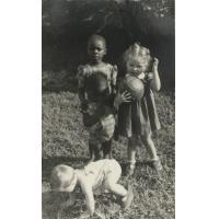 Enfants de missionnaires et petits indigènes