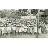Enfants des écoles de Papeete regroupés dans la rue