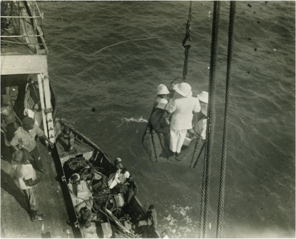 Escale - débarquement des passagers à Douala