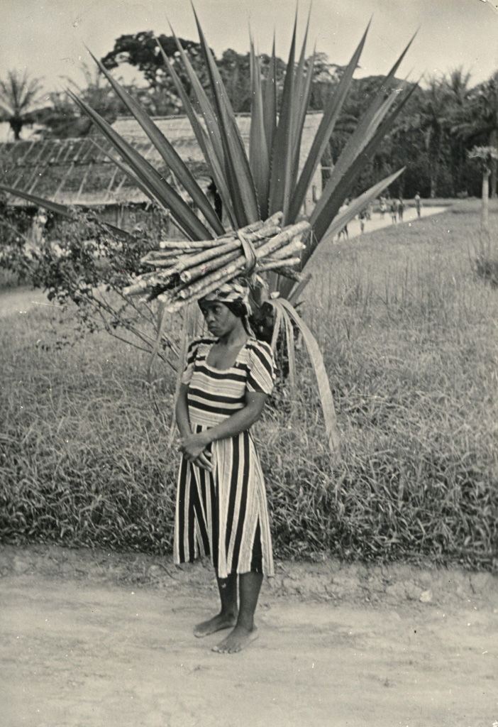 Femme d'Ovan, en vêtement moderne