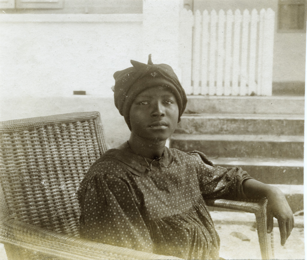 Femme de Din Akwa (type Douala)
