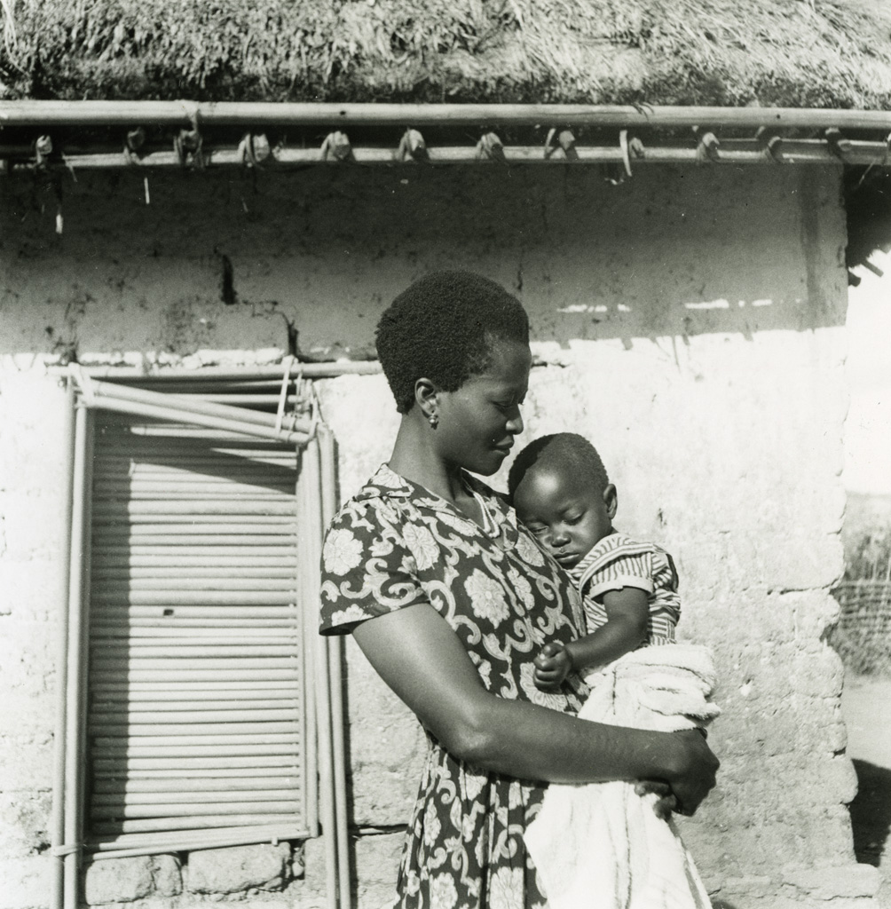 Femme et enfant d'un évangéliste Bamiléké