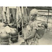 Femme et enfant du marché, région d'Oyem