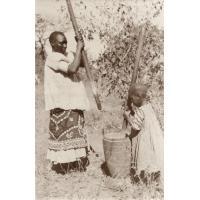 Femme pilant avec un enfant