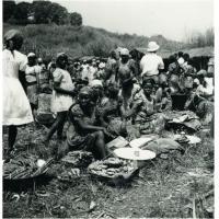 Femmes Bakaka, marché de Ndoungué