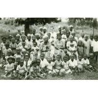Femmes et enfants des étudiants de l'école de théologie de Ndoungue
