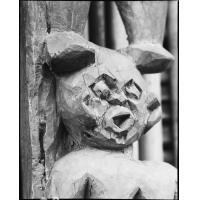 Figure, détail de porte à Bamekombo