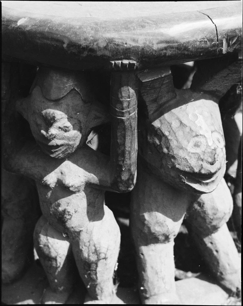 Figure et animal, sculpté sur un tabouret de chef