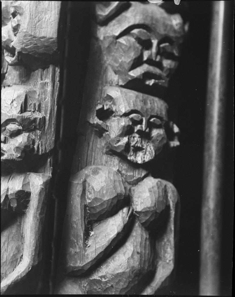 Figures, détails de cadre de porte