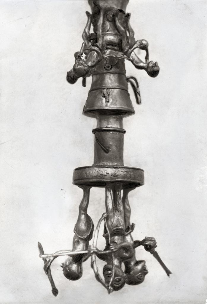 Figurines en bronze faites par les artisans de Foumban