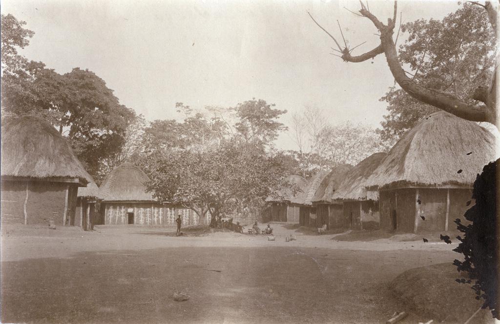 Foumban, l'école du gouvernement près du poste